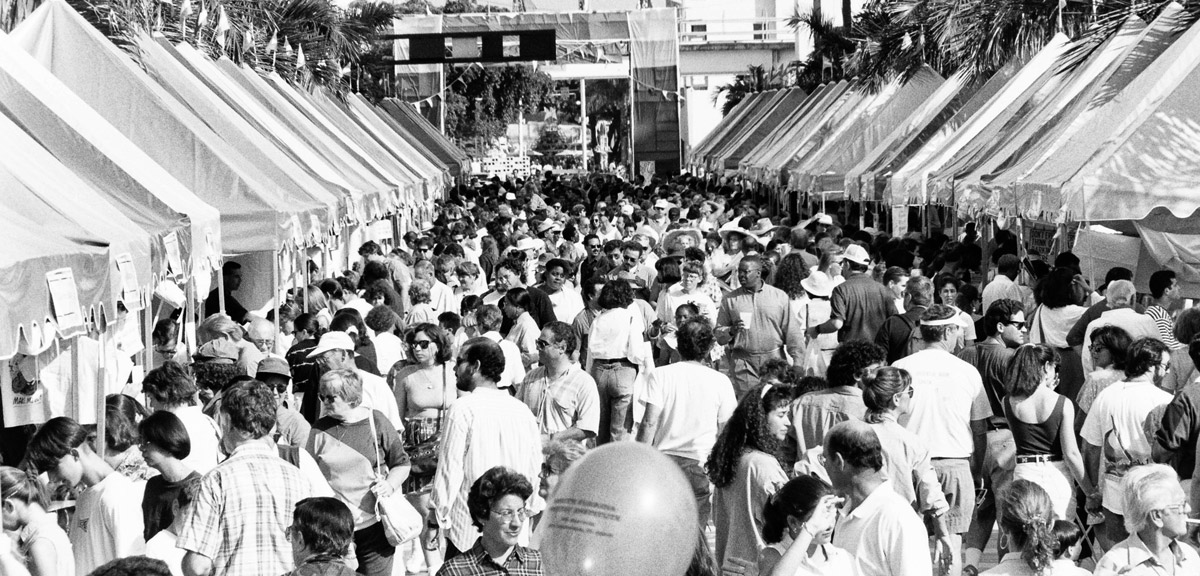 1993-crowd